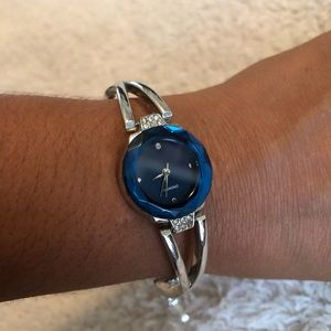 Woman's analog wrist watch